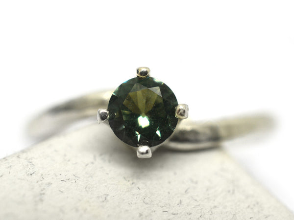 Curved Silver & 5mm Green Spinel Solitaire Ring