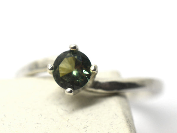 Wavy Sterling Silver & 5mm Green Spinel Ring