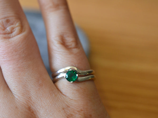 Women's Minimalist Emerald Wedding Ring Set in Sterling Silver