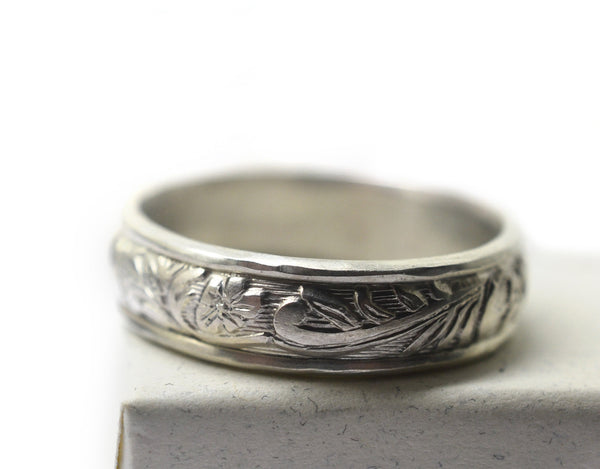 Sturdy Ornate Patterned Silver Wedding Band for Men