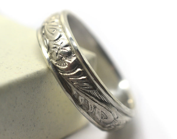 Sturdy Silver Flower Pattern Wedding Band for Men