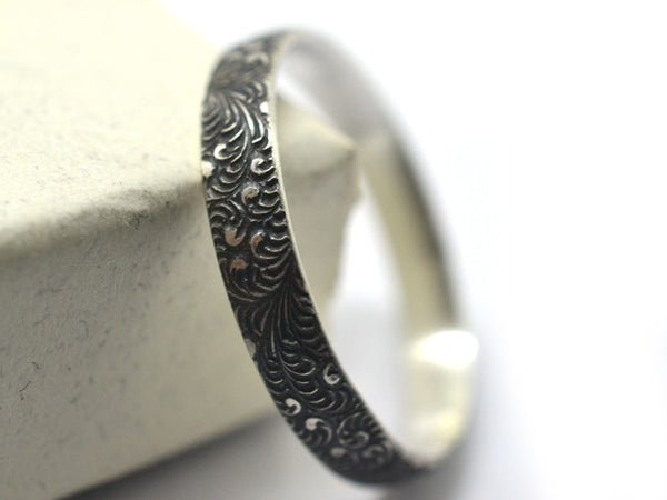 Oxidized Silver Feather Scrollwork Pattern Band