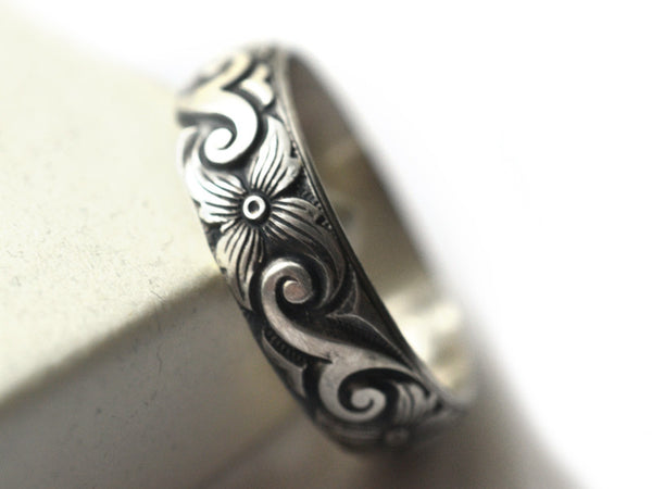 Men's Oxidized Silver Scroll & Flower Wedding Band