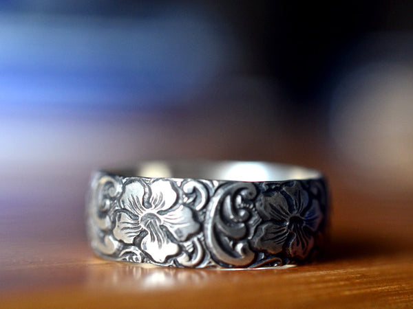 Handmade Oxidized Silver Hibiscus Pattern Men's Wedding Band