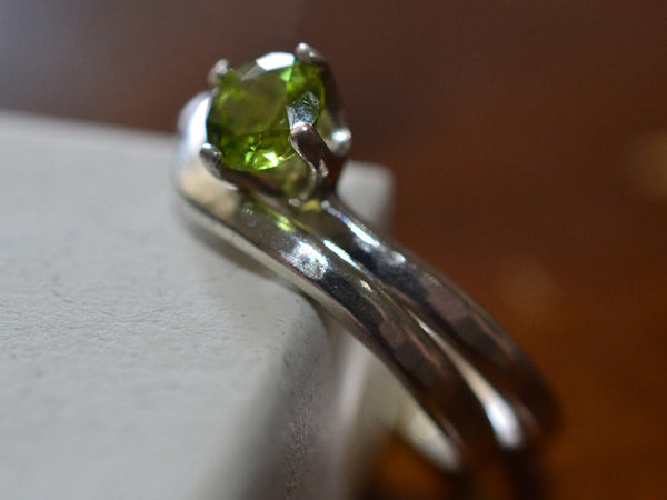 Minimalist Silver Natural Peridot Solitaire Wedding Set
