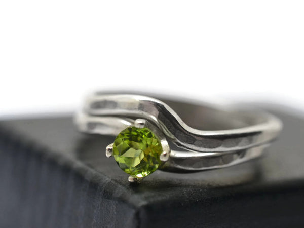Wavy Silver Peridot Solitaire Wedding Set