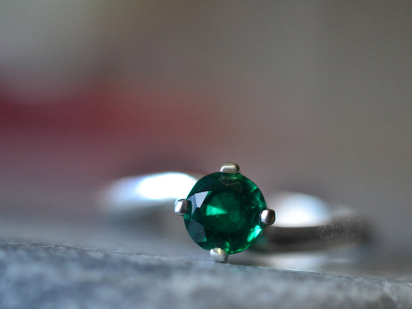 5mm Round Faceted Emerald Engagement Ring in Sterling Silver