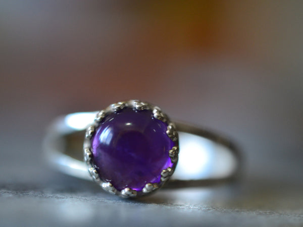 Split Band Ring in Sterling Silver With 8mm African Amethyst