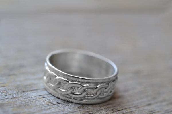 Male Marriage Band in Sterling Silver With Chain Motif