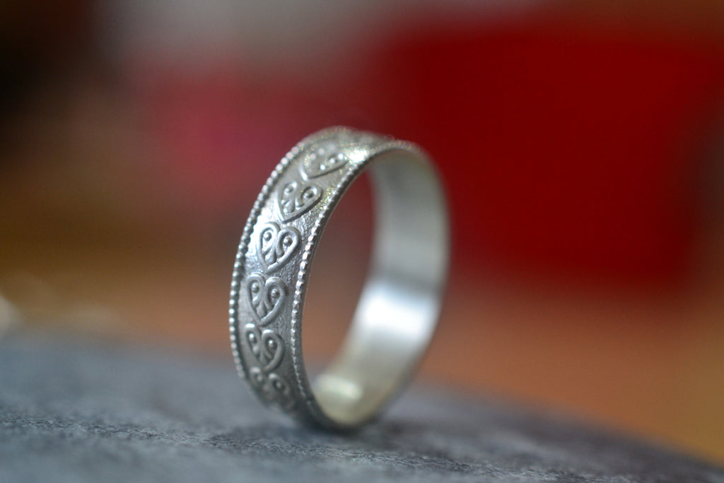 Women's Dainty Sterling Silver Heart Pattern Wedding Band