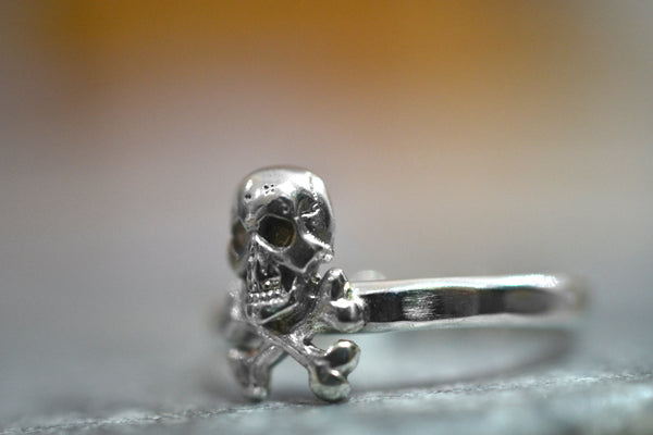 Sterling Silver Skull & Crossbones Charm Ring