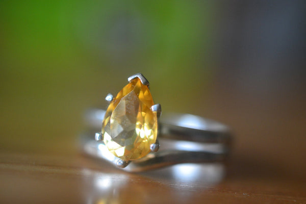 Minimalist Yellow Citrine Teardrop Wedding Ring Set For Women