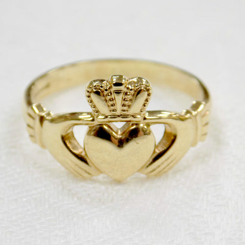 Classic Ladies Gold Claddagh Ring