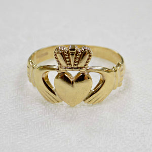 Classic gold mens Irish Claddagh ring 10ct