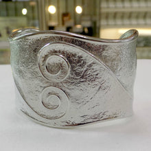 Load image into Gallery viewer, Reaction Double Swirl Cuff