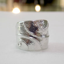 Load image into Gallery viewer, Celtic style ladies pewter ring