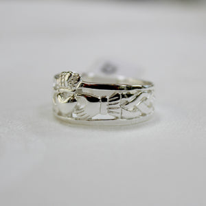 side view sterling silver claddagh band ring