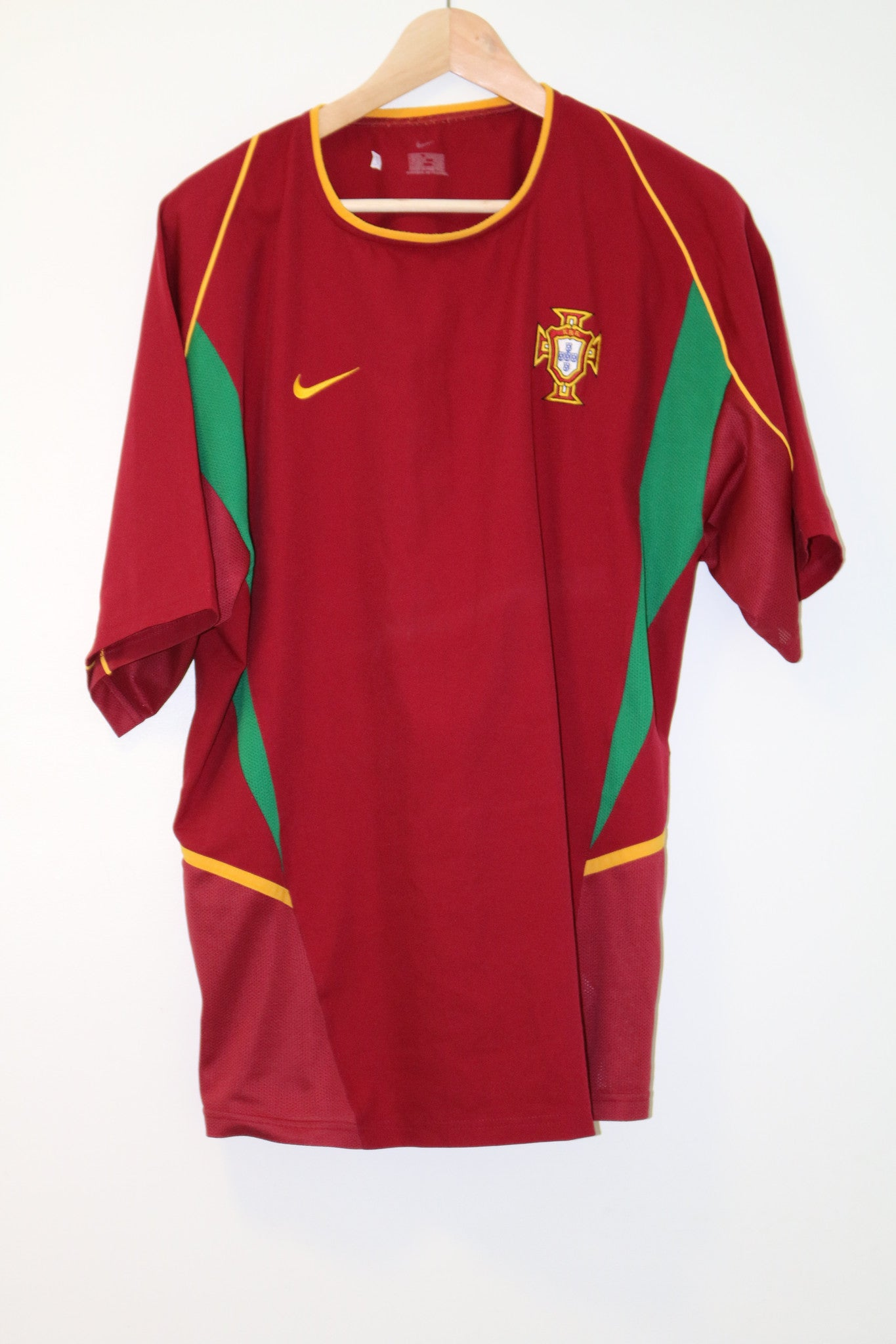 Portugal World Cup 2002 Home Shirt Shirt Large Nike