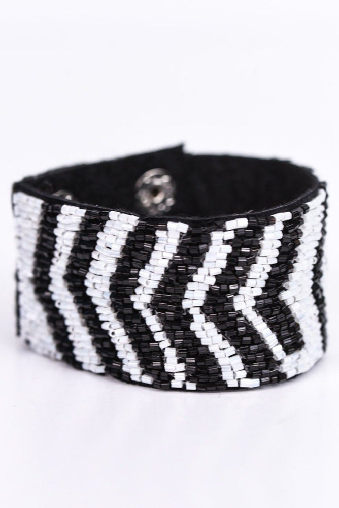Black/White Chevron Seed Bead Snap Closure Bracelet - BRC2377BW
