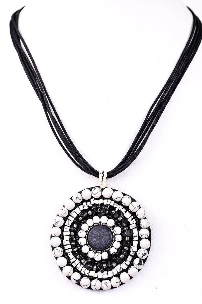 Ivory Marble/Black Beaded Round Pendant Necklace - NEK3252IV