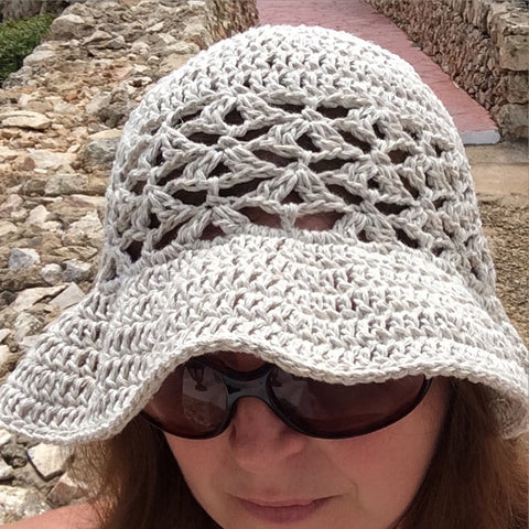 Mara sun hat pattern by Drops Design, crocheted by Cotton Pod