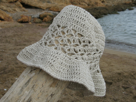 Drops Mara sun hat made with Bomull Lin by Cotton Pod