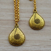 Contemporary Textured and Granular Maang Tikka and Necklace Set Accessories Gold Festival Jewelry