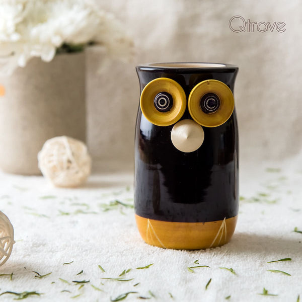 Handcrafted Wooden Owl Pen Stand (Black & Gold)