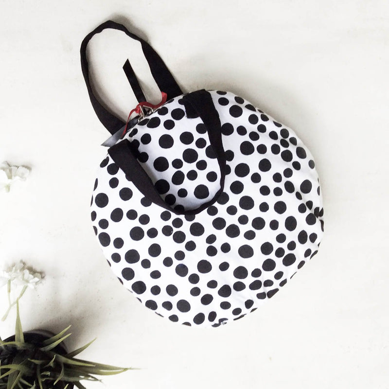 Makeup Bag (Flat) (Polkas in Black & White)