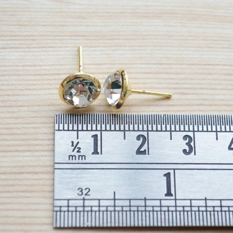 Minimalist Gold Solitaire Stud Earring