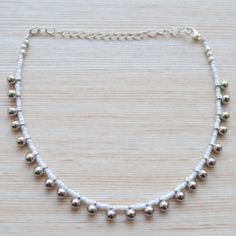 Smart White And Silver Bead Contemporary Choker Necklace