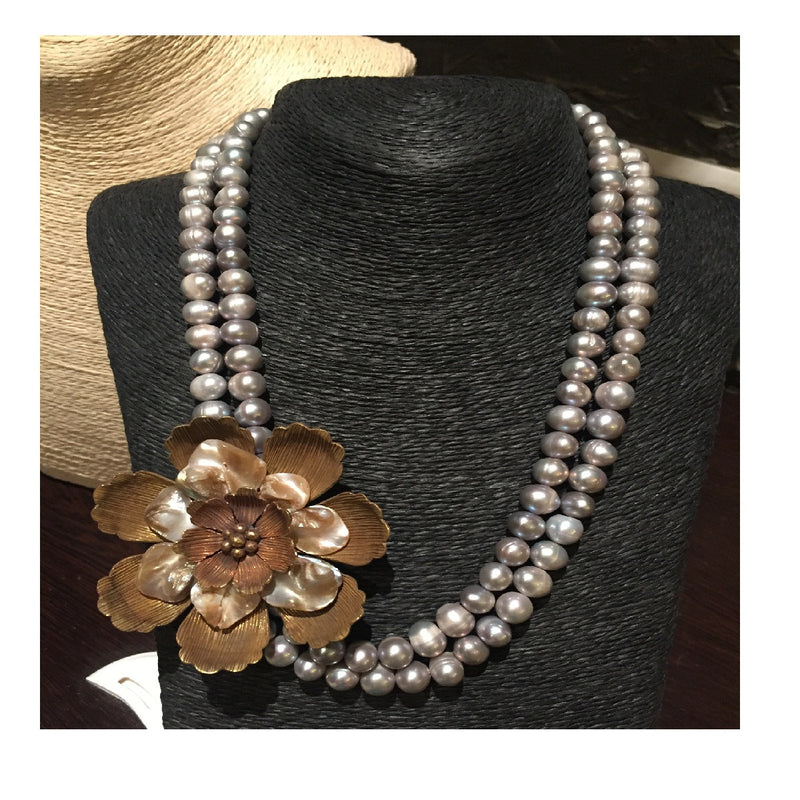 Handcrafted Pearly Wearly Neckpiece