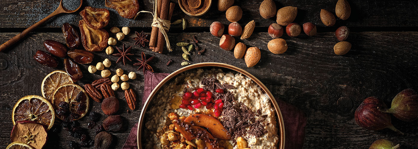 Winterliche Porridge-Bowl mit Nuss-Topping