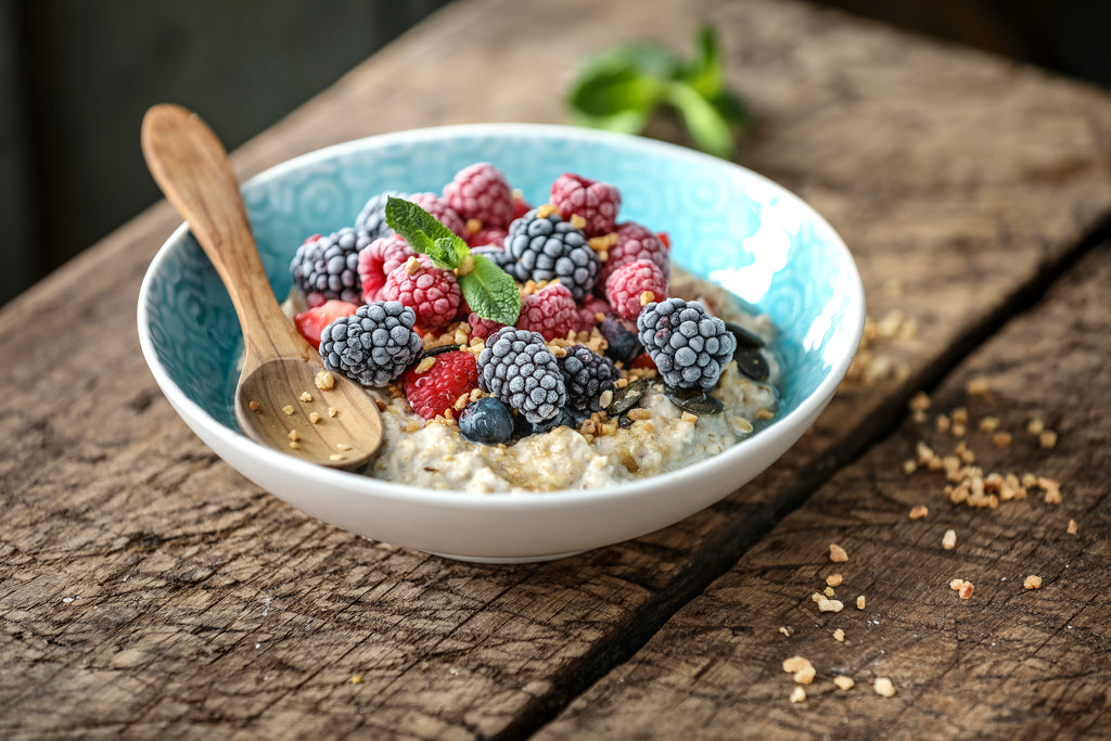 Porridge-Bowl mit Frozen Berries
