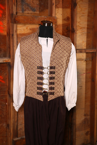 Men's Flynn Vest with Clasp Hardware in Sand Diamond