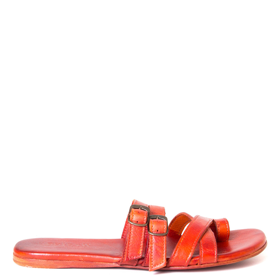 Bed Stu Hilda. Women's sandal, slide in orange red leather, toe ring and adjustable buckles. Side view.