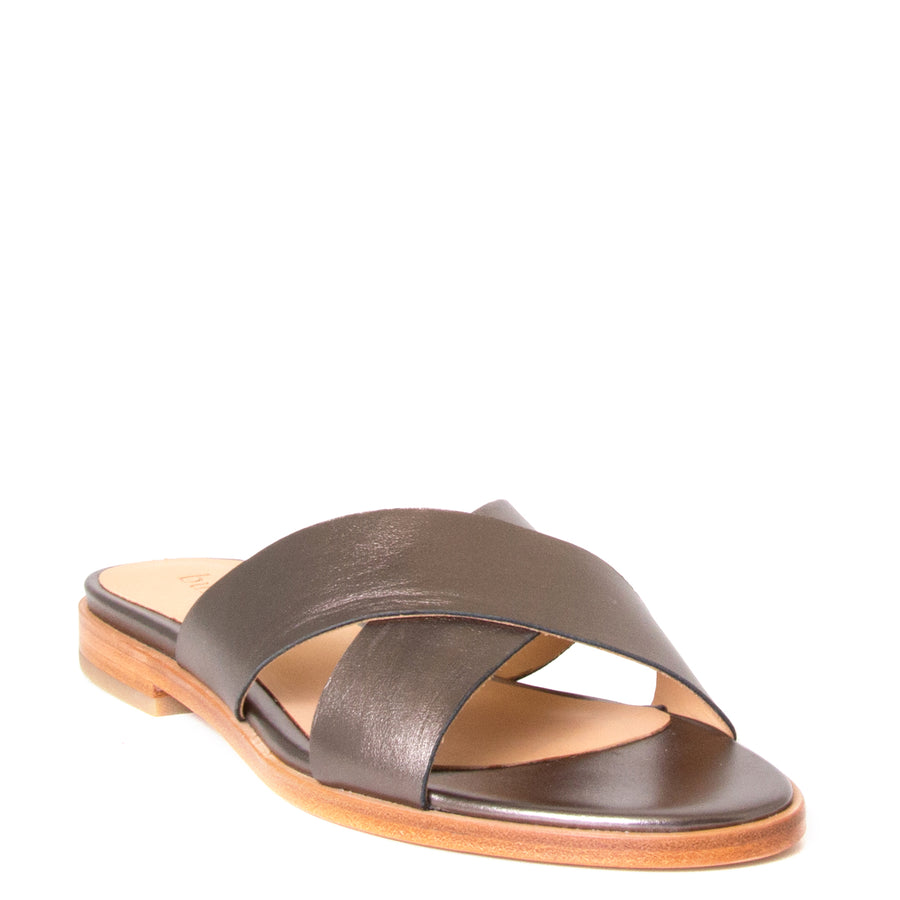 Bulo Rossana. Women's sandals in Gun Metal leather, flat heel. Front View.