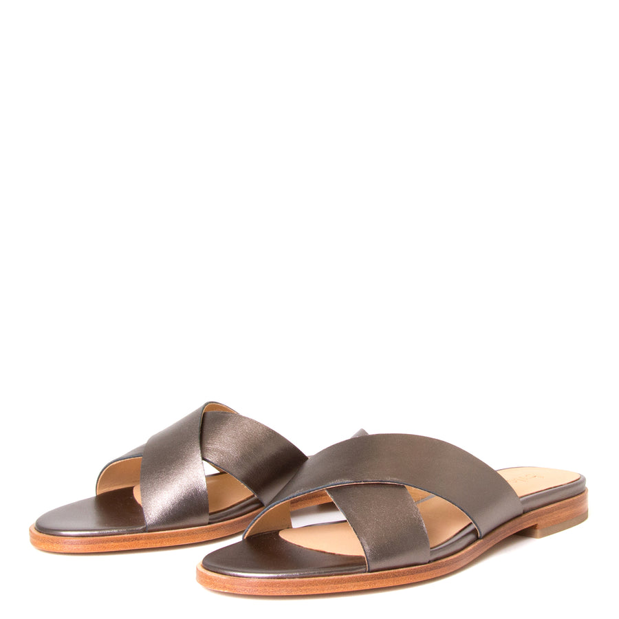 Bulo Rossana. Women's sandals in Gun Metal leather, flat heel. Front View, pair.