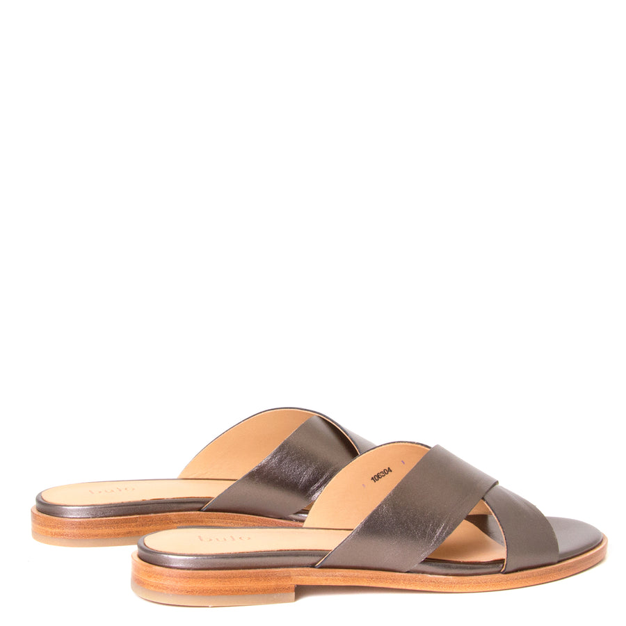 Bulo Rossana. Women's sandals in Gun Metal leather, flat heel. Back View, pair.