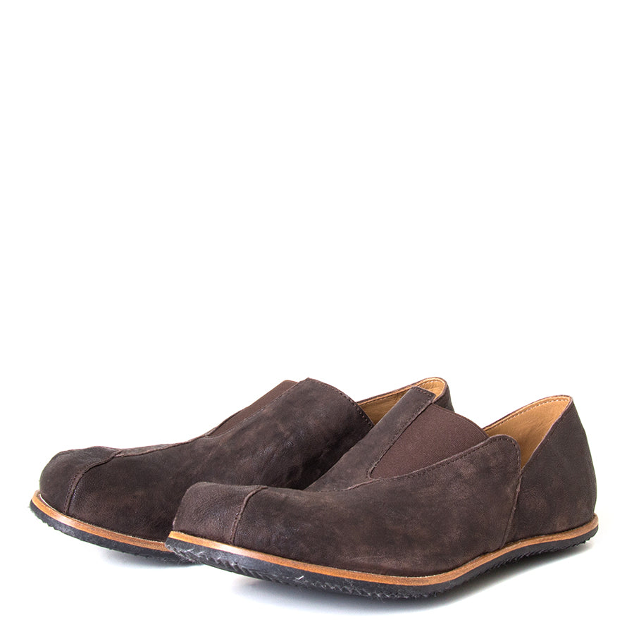 Cydwoq Charge. Men's slip-on shoes, Dark Brown leather, anatomically design sole for arch support, Rubber sole. Made in California, USA. Front View pair.