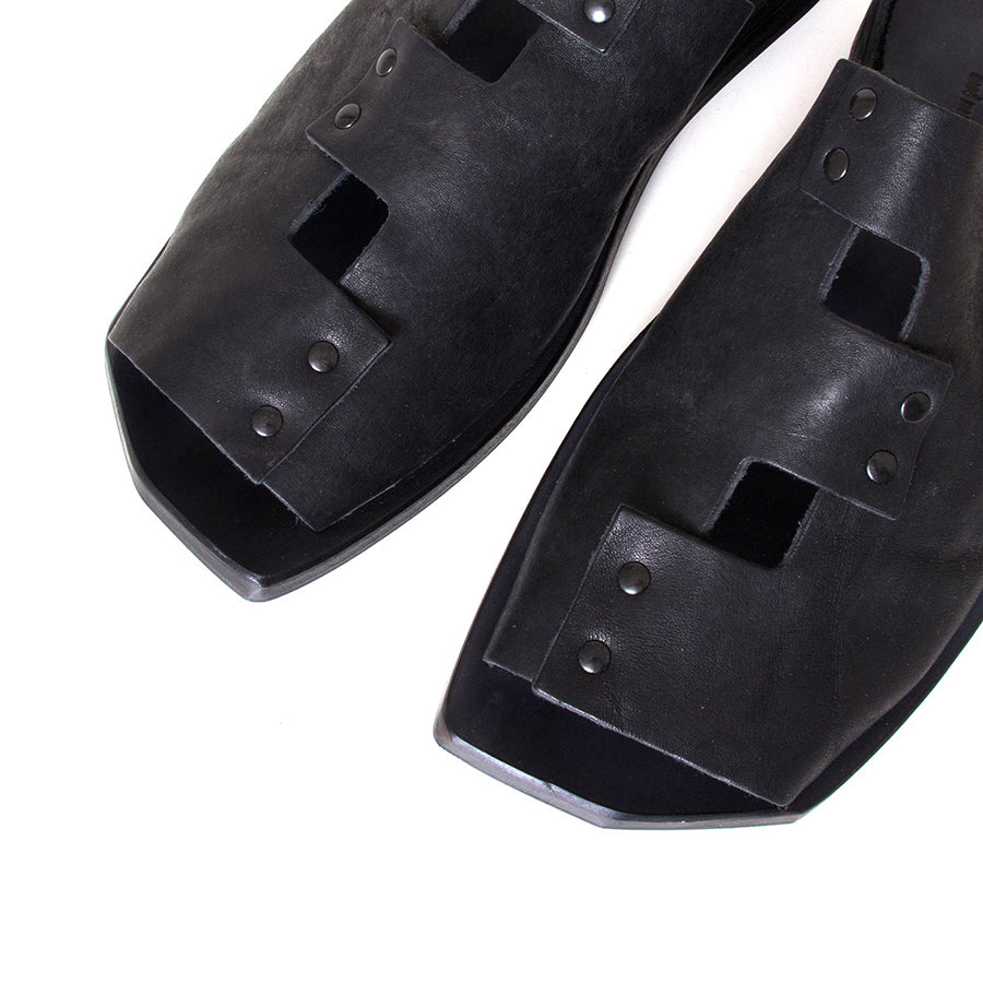 Cydwoq Forecast. Men's Black Sandals, leather back strap. Made in California. Top view, pair.