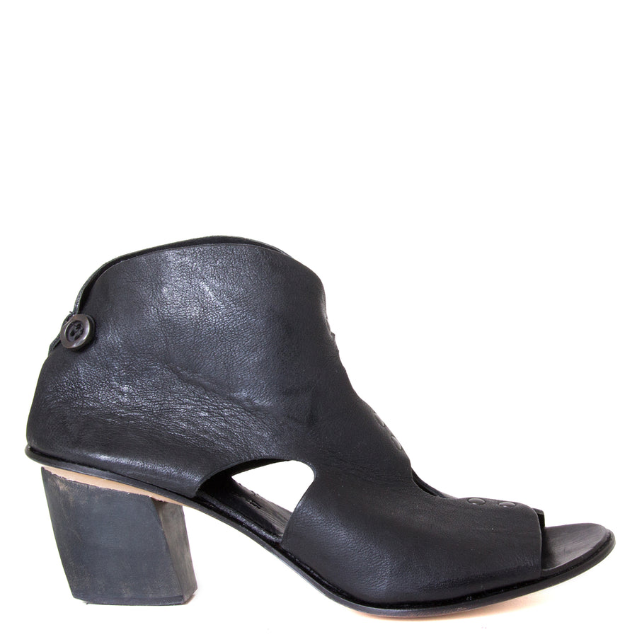 Cydwoq Research Women's sandal in Black washed leather, 2.5 inch wooden Heel, open toe,  made in California. Side view.