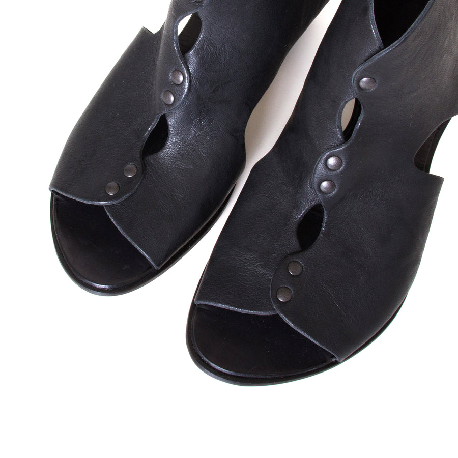 Cydwoq Research Women's sandal in Black washed leather, 2.5 inch wooden Heel, open toe, made in California. Top view, pair.