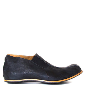 Cydwoq Strong. Men's Black slip-on Shoes, rubber sole. Made in California. Side view.
