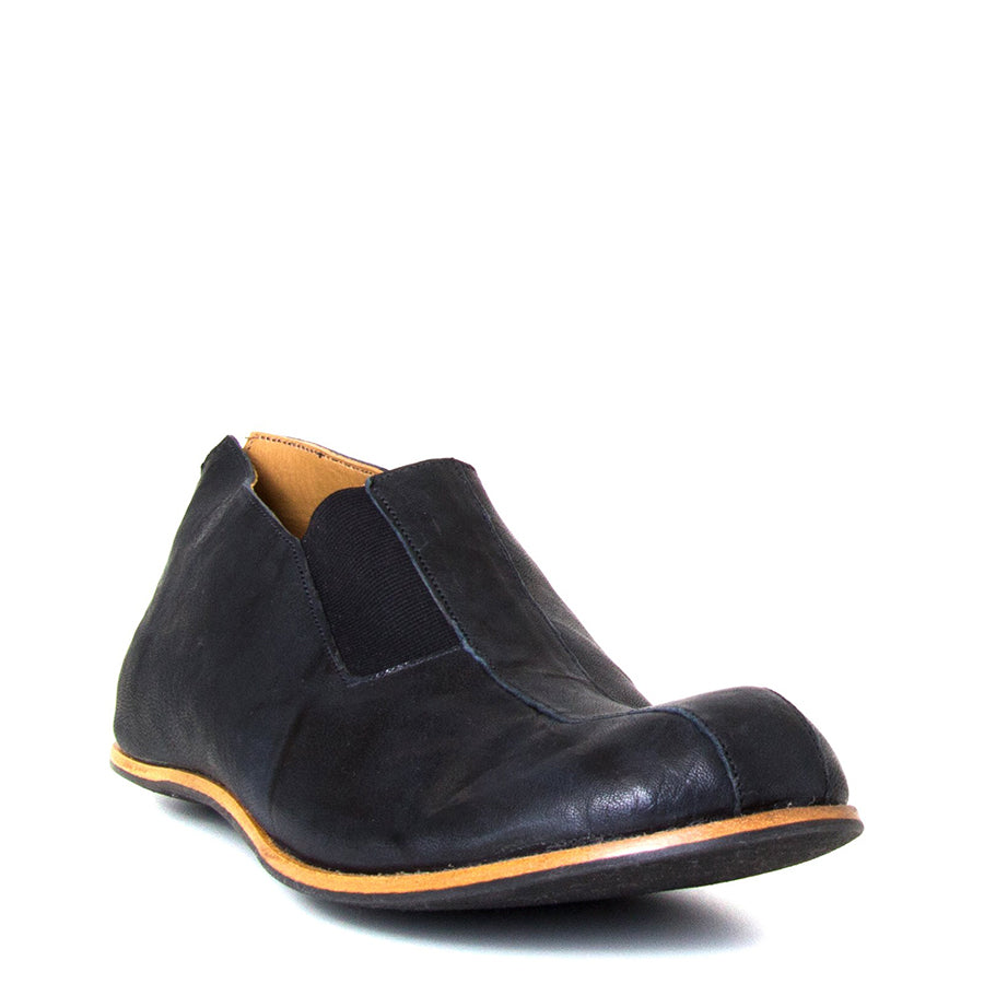 Cydwoq Strong. Men's Black slip-on Shoes, rubber sole. Made in California. Front view.
