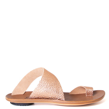 Cydwoq Thong , Hillary Sandal Pink gold leather, single strap and toe ring. Made in California. Side view.