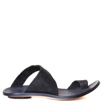 Side view of Cydwoq sandal Thong with toe ring in black leather.