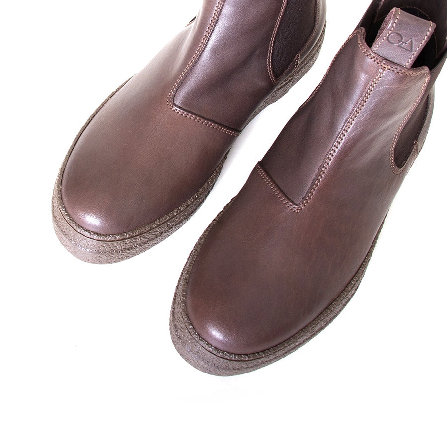 OA non-fashion Triangle. Women's Brown pull-on boot, all leather, 1.5 rubber heel. Made in Italy. Top view pair.