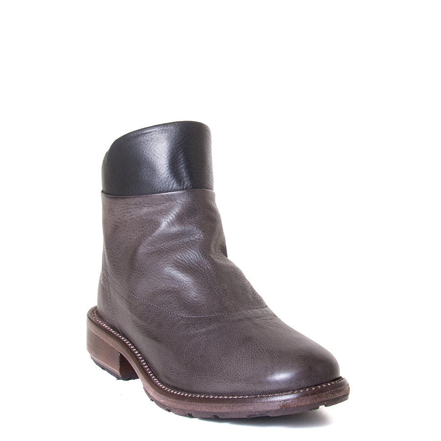 P. Monjo Nelia. Women's Brown leather ankle boot with black leather detail, back zipper, made in Spain, Rubber sole, 1-inch Heel. Front view.