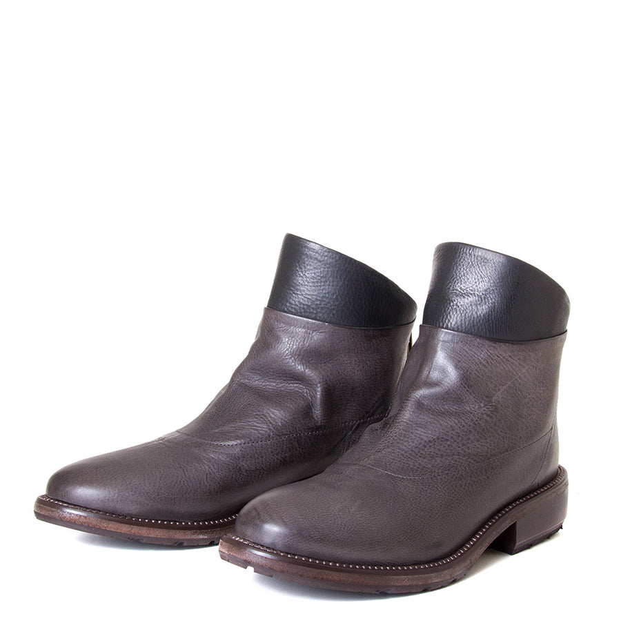P. Monjo Nelia. Women's Brown leather ankle boot with black leather detail, back zipper, made in Spain, Rubber sole, 1-inch Heel. Front view pair.